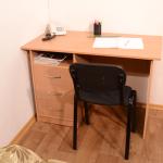 Стол письменный СП-1-3 Бук,Орех, Вишня Габариты ш1100-г600-в750мм Цена 3000 руб
